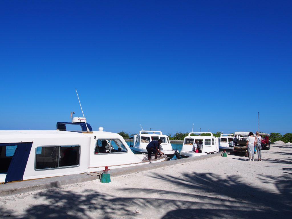 モルディブ ロビンソンクラブまでボートで
