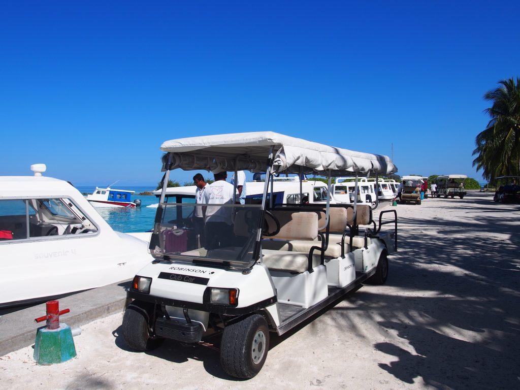 モルディブ 荷物を運ぶ車
