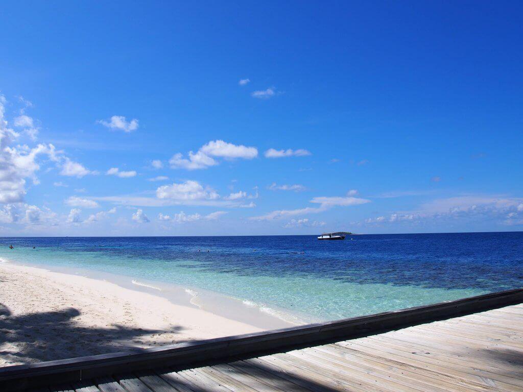 モルディブ 青い海