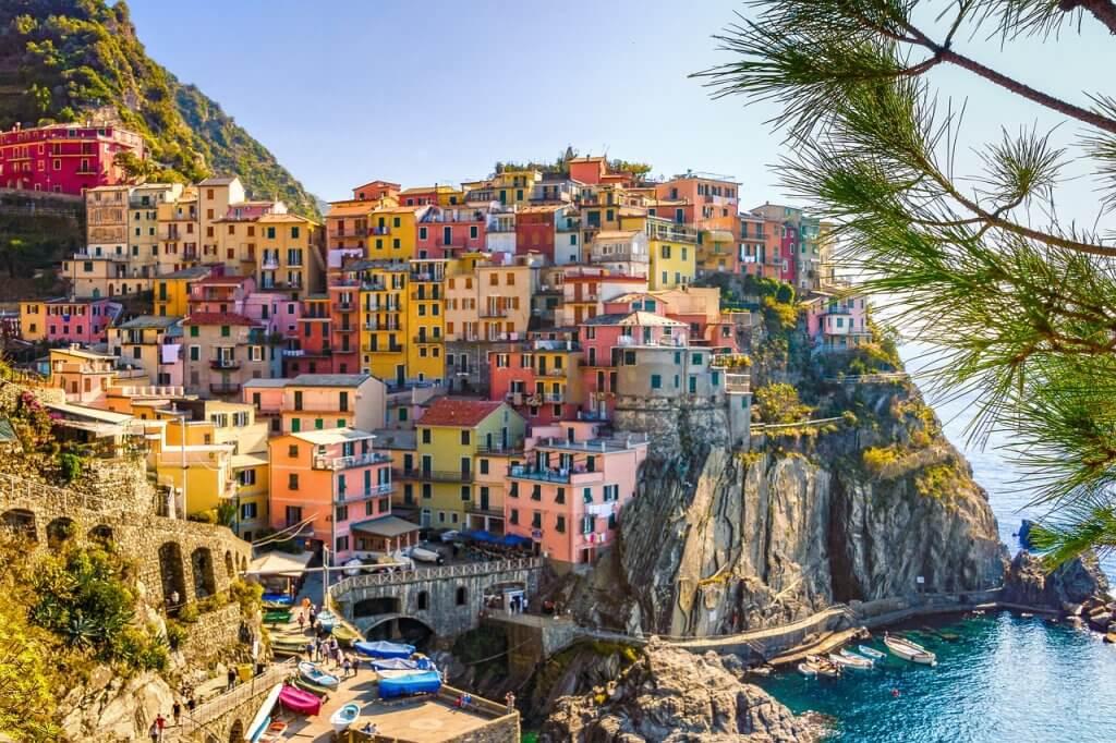 イタリアのとある町、狭小住宅のイメージ